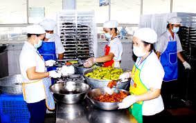 Cung cấp dịch vụ suất ăn và bếp công nghiệp; phòng lạnh bảo quản thực phẩm, dụng cụ trang thiết bị bảo hộ lao động... cho các dự án xây dựng