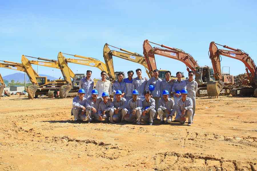 Tiến độ thi công và năng lực thiết bị của IDCJ - Công ty thành viên của NIBELC- tại dự án khai thác mỏ đá tháng 8/2014